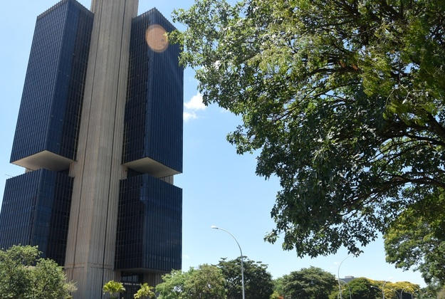 Brazil Central Bank lowers interest to 14% p.a.